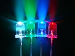 LED-urile și HPLED-urile sunt utilizate în mod constant pentru scene si iluminatul arenei, deoarece acestea pot afisa culori diferite, avand luminozitate mare