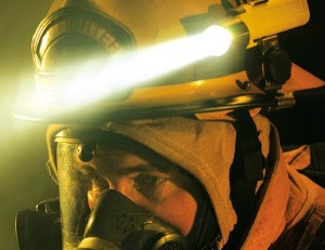Lanterna de urgenta trebuie sa fie luminoasa si realizata din material termoplastic, rezistent la temperaturi extreme.