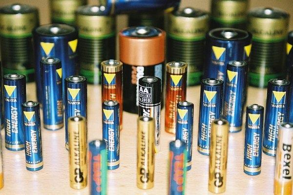 Intre cele trei tipuri de acumulatori NiMH, NiCd sau Li-Ion, utlimii au devenit sursa de alimentare standard a dispozitivelor portabile.